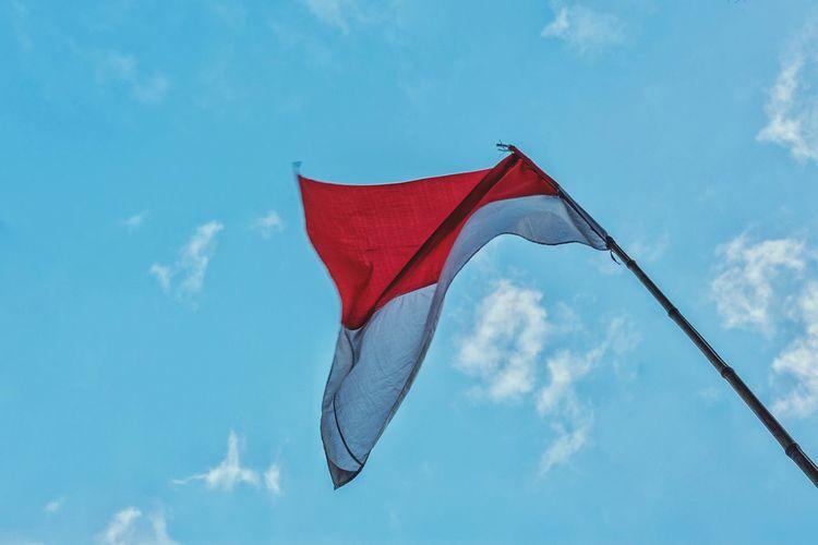 Republic Indonesia Flag Blue Sky Flag INDONESIA Indonesian Fujifilm Fujifilm_xseries Fujifilmxe2 Blue Red Patriotism Flag Waving Sky Cloud - Sky National Icon National Flag