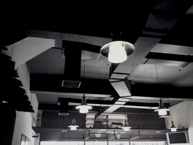 Hello World Melancolia Black & White me gusto el techo de este local.. no se, es muy interesante jeje