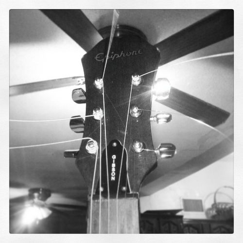 Love Acoustic Guitar Gibson EphiphoneGuitar Ephiphone Bebe Te Amo Tanto Guitarra de mi vida y de mi amor <3 <3 <3