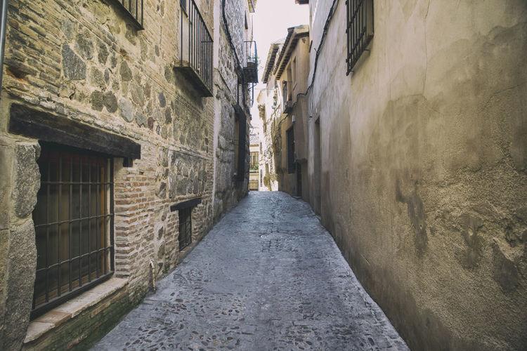 Narrow street between buildings
