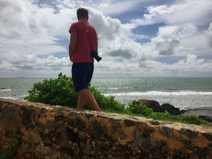 Wall walk. SriLanka Srilankatravel Ceylon Galle Galle Fort Traveling Man Ocean Travel Photography Wall