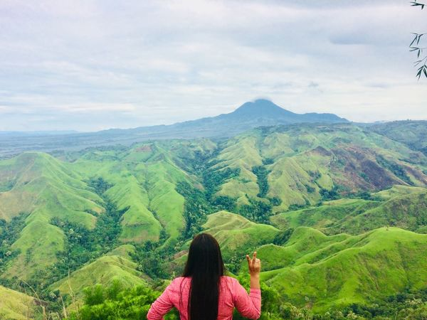 Tranquility Lifestyles Women Travel Mountain Beauty In Nature Scenics - Nature Green Color Landscape One Person Hiking Outdoors Adventure One Young Woman Only Cloud - Sky Discovery Woman Trekker Woman Traveler Woman Power MountainClimber Philippinemountains SanchezPeak Dayhike Ilovetrekking Nature