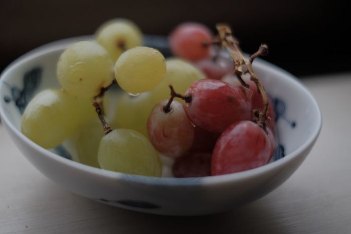 Grapes Fruit Food Healthy Eating Freshness Close-up Ripe Grape Plate Indulgence Temptation Ready-to-eat Fruit Bowl Juicy Abundance Still Life StillLifePhotography Fujifilm Fujifilm_xseries FUJIFILM X-T10 XF35mmF1.4 Provia The Purist (no Edit, No Filter) Colors and patterns Crafted Beauty