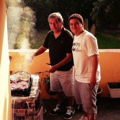 Padre e Hijo alistando la Parrilla Carne Igersperu Instagramperu