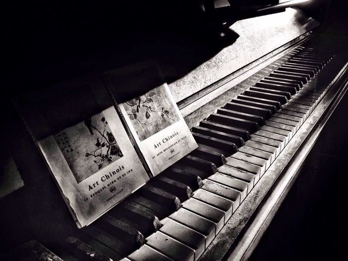Le chemin mélodieux Iphonography Monochrome Black And White IPhone Light And Shadow Eyem Gallery Eyem Best Shots
