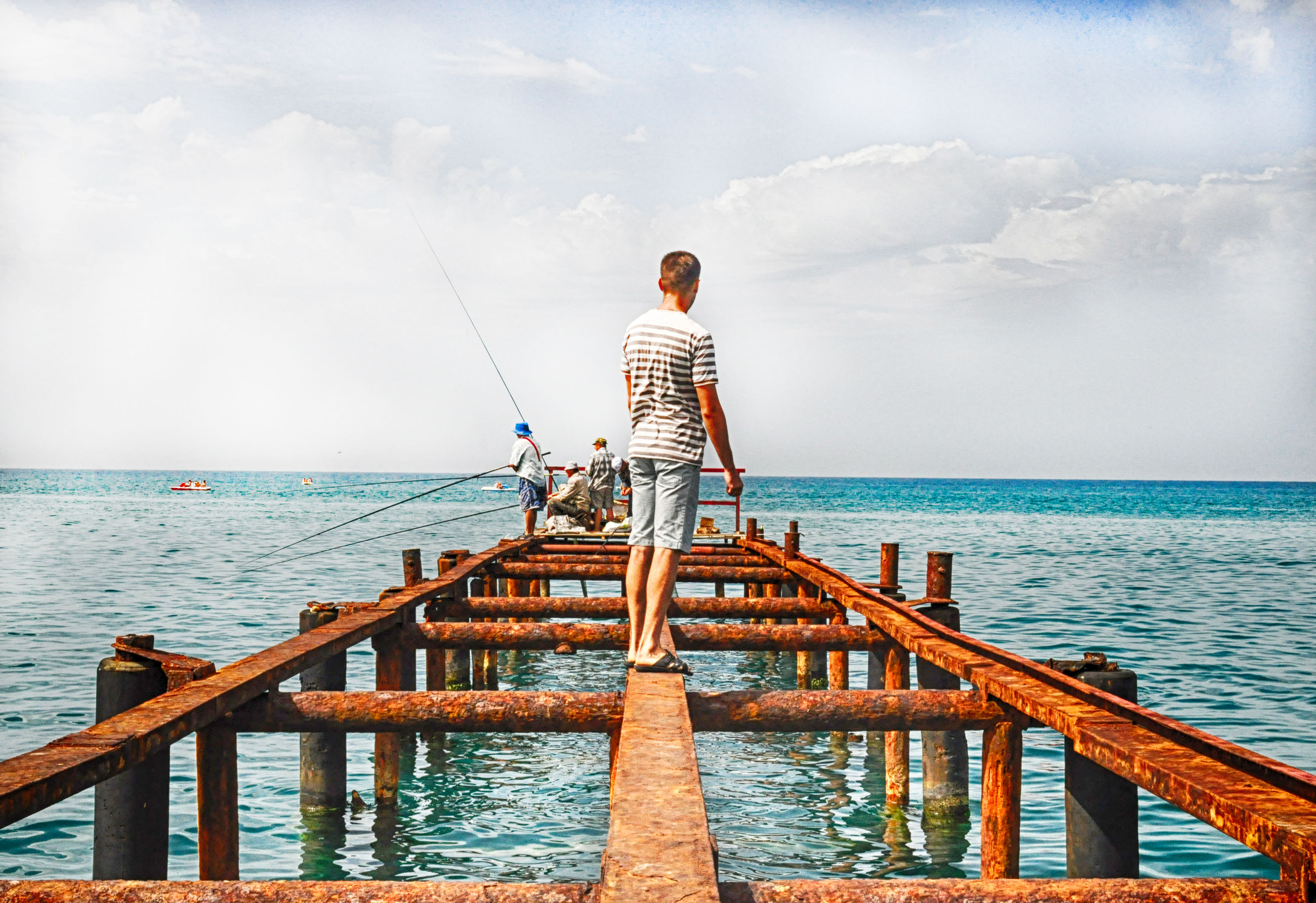 sea, water, pier, horizon over water, railing, sky, wood - material, scenics, tranquility, tranquil scene, nature, beauty in nature, jetty, blue, idyllic, rippled, one person, built structure, wood, day