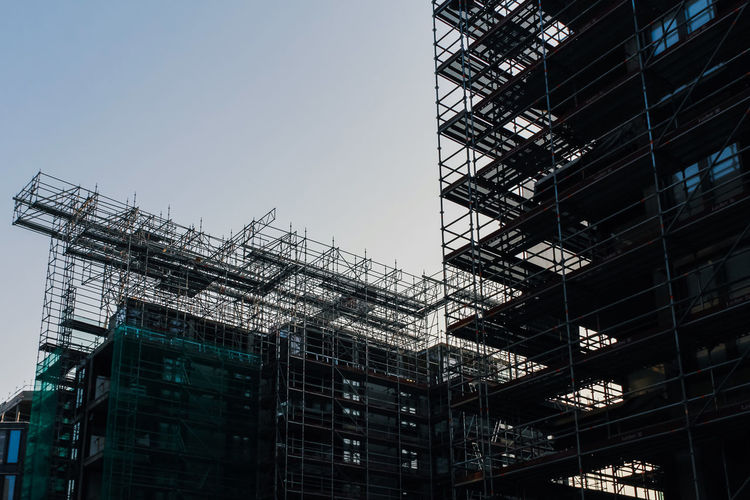 Built Structure Architecture Building Exterior Low Angle View Building Construction Industry Industry Scaffolding Construction Site Sky No People City Development Nature Outdoors Clear Sky Incomplete Day Modern Office Building Exterior Apartment