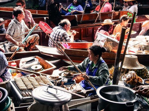 Thailand Bangkok Floating Market Boatman Vibrantlife Under Pressure Asian Culture My Daily Commute The Traveler - 2015 EyeEm Awards Summer Views