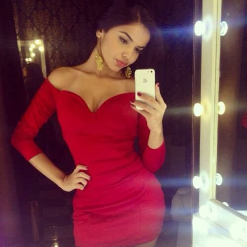 It's party time!! Today's Hot Look Fridaynight SelfieInMirror Red Beauty Partyallnight  Rps