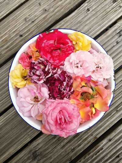 Wood - Material Roses Freshness Dessert Sweet Sweet Food Ice Cream Frozen Food Frozen Still Life Flowering Plant High Angle View Directly Above No People