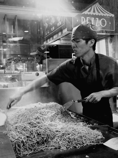 Japanese Food Noodles Frying Cooking Japanese Mall Singapore Streetphotography Bnw Bnw_streetphotography Bnw_collection Bnw_captures Bnw_globe Bnwphotography Bnw_worldwide Bnw_worldclub Bnw_life EyeEm Gallery Eyeemphotography Eyeemcollection Eyeem Streetphotography Eyeem Food