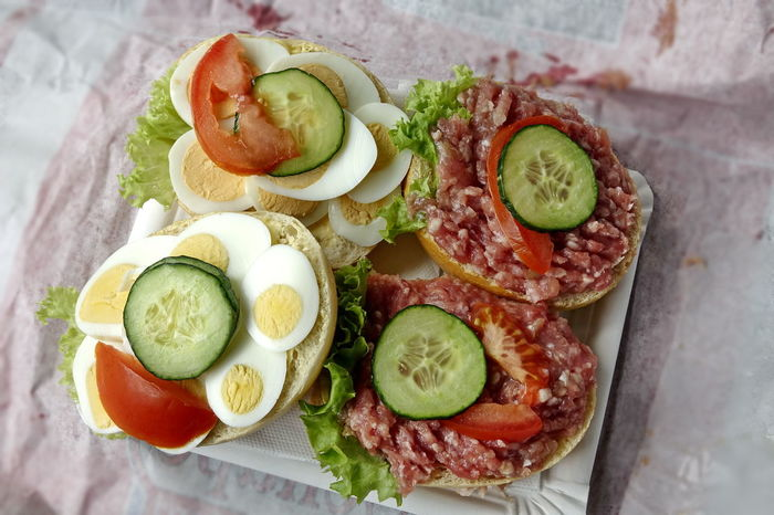 Avocado Bread Brötchen Close-up Cross Section Cucumber Day Egg Food Food And Drink Freshness Fruit Halbes Belegtes Brötchen Healthy Eating High Angle View Indoors  No People Plate Ready-to-eat Salad Sandwich SLICE Tomato Vegetable