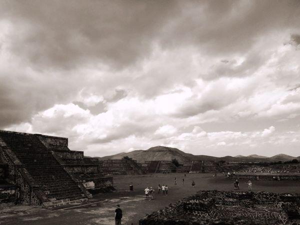 Teotihuacan Pirámides De Teotihuacan México The Traveler - 2015 EyeEm Awards Mexico_maravilloso Taking Photos Culturas Blackandwhite OpenEdit