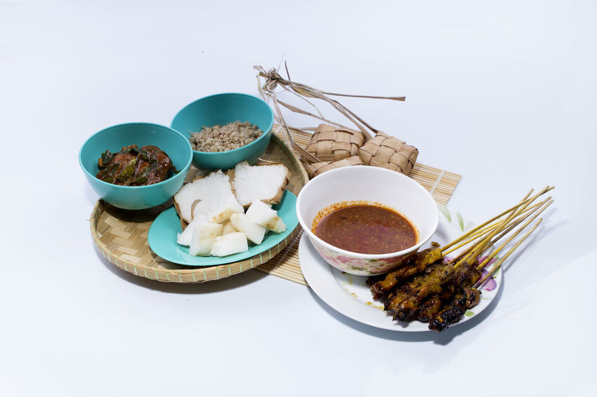 """rice casing(""""ketupat nasi"""" malay language), bean suace and chicken grilled on bamboo mat in white background ASIA Bean Sauce Edul El Fitri Event Food Food And Drink Food And Drink Freshness Ketupat Na Malaysian Food Meal Muslim No People Ready-to-eat Rhombus Rice In Chasing"""