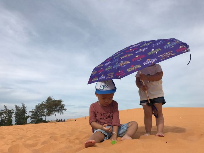 EyeEm Selects Sand Sky Childhood Boys Two People Cloud - Sky Real People Beach Day Outdoors Full Length Togetherness Leisure Activity Lifestyles Vacations Nature Girls Sitting Men Child EyeEmNewHere Human Connection