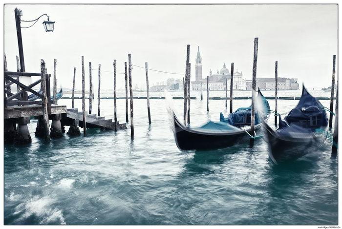 Italia Italien Venedig Venezia Canal Gondola - Traditional Boat Italy Nautical Vessel No People Outdoors Sea Venice Water