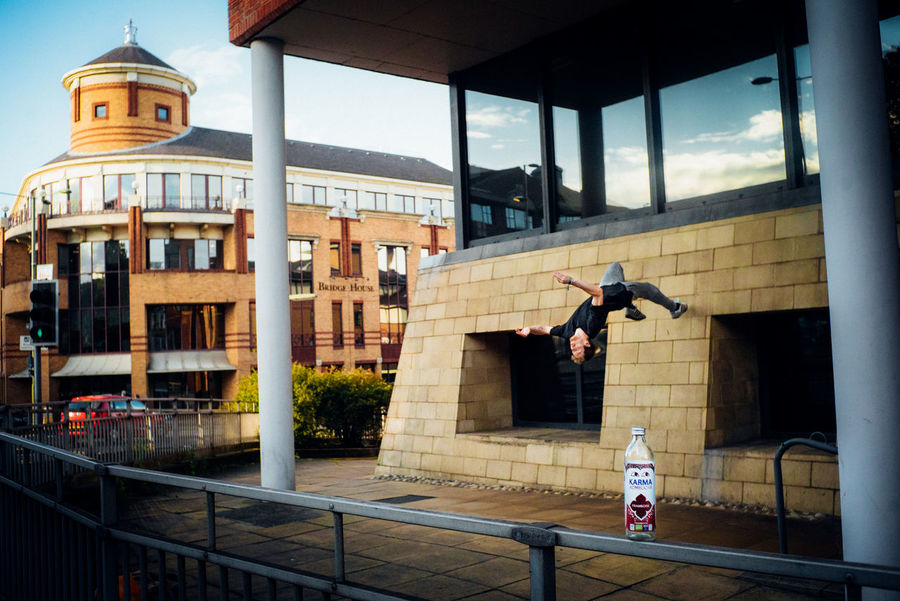 Backflip Freerunning Parkour Product Placement Relaxing Stunt Wall Animal Themes Architecture Building Exterior Built Structure City Day One Person Outdoors People Real People Sky