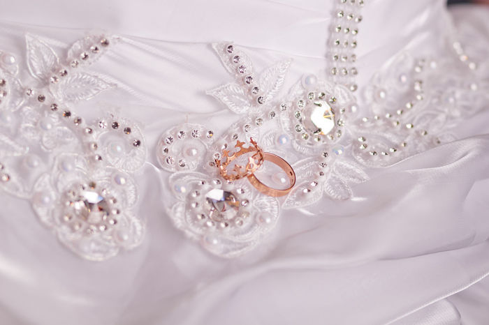 Beauty Bling Bling Close-up Diamond - Gemstone Indoors  Jewelry Luxury No People Pearl Jewelry Satin Wealth Wedding Wedding Wedding Dress Wedding Rings White Color Bestsellers Market Market Bestsellers 2016 Bestseller  Wedding Photography Wedding Day