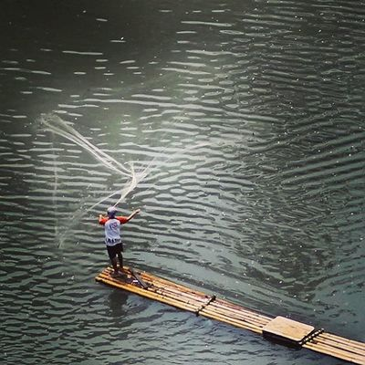 Catching fish with fishing net. Catcingfish Fishingnet Bambooboat River Ngecrik Ngalalauk Citarum Cianjur Sungai Sungaicitarum Humaninterestphotography Humaninterest Nice Good Photooftheday