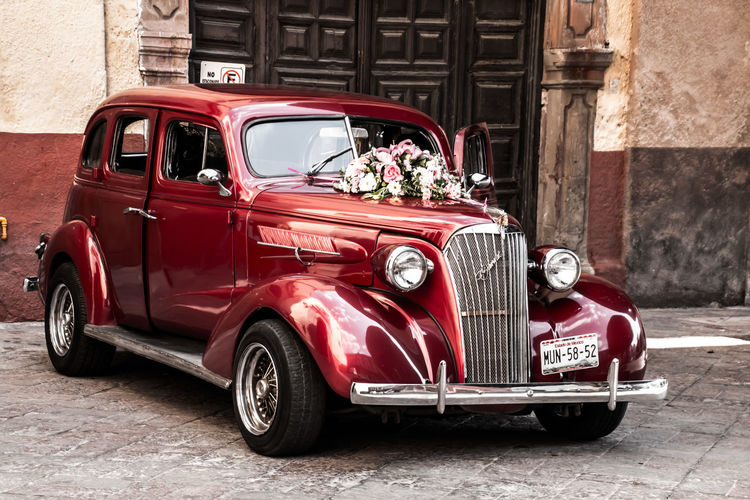Auto de Quinceañera Mexico Querétaro Amazing Ambient Armony Car Isherqro Isherqrophoto Mode Of Transport Old-fashioned Red Retro Styled Transportation Vintage Xvaños