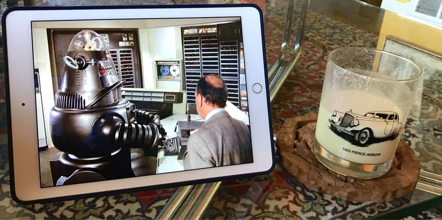 Jose Ferrer Full Frame Columbo Watching Columbo Tvshow Iphone7 Eggnog Koduckgirl Robbie The Robot