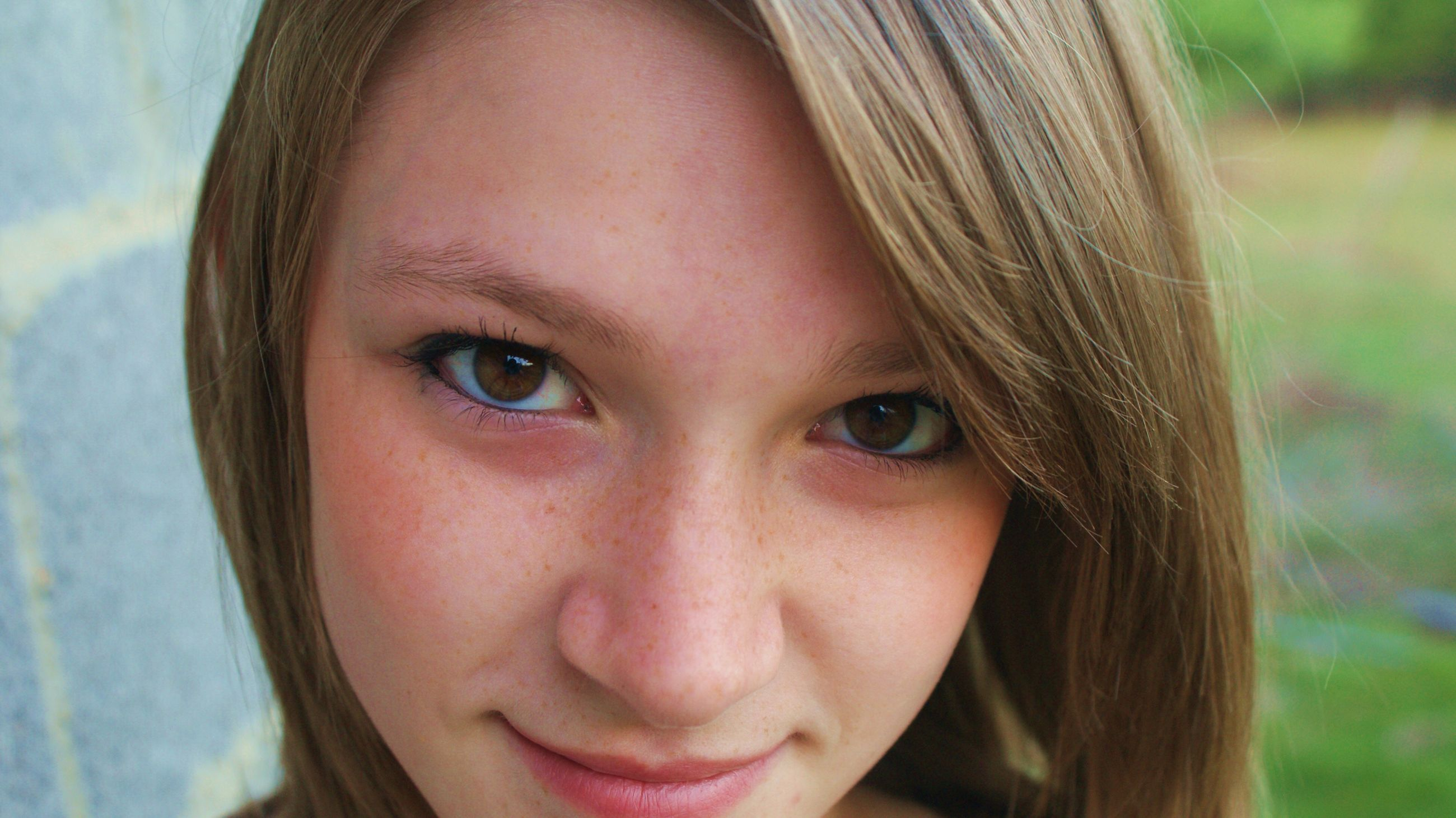 headshot, close-up, looking at camera, person, portrait, young women, young adult, focus on foreground, human face, lifestyles, front view, long hair, beauty, leisure activity, smiling, brown hair, head and shoulders