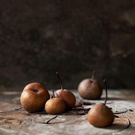 tiny pears 💚 Fruit Fruits Produce Vegetablegarden Veganfood VEGANLIFE Raw Plantbased Plantbaseddiet Darkfoodphotography Darkfood Foodstyling Foodphotography Foodshare Foodstagram