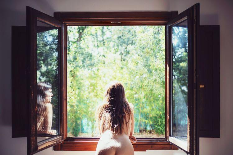 Woman Body Part Nüde Art. Nude_model Beauty In Nature Naked_art Tree Looking Through Window Window Rear View Window Sill Window Frame Posing Curly Hair