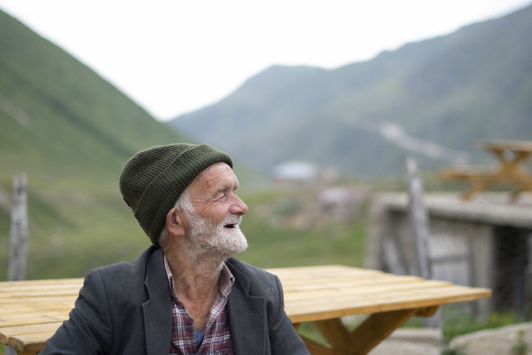 Man looking away against mountains