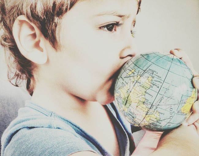 """""""Kissing The World"""" Cámara Argentina Photography EyeEm Best Shots Lovephotography  VSCO Picoftheday Moms Of Eyeem Peace ✌ Love Taking Care Of Each Other Childhoodmemories Childhoodunplugged Kidsphotography"""