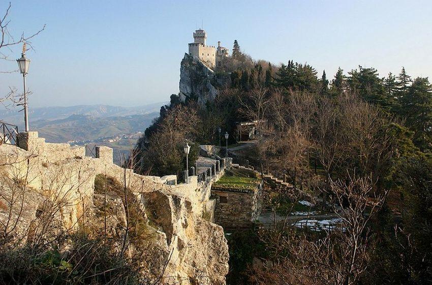 Sanmarinomedieval San Marino Sanmarino Mountaintown Mountainvilage Mountain Mountaintop Medieval City MedievalTown Repubblicasanmarino