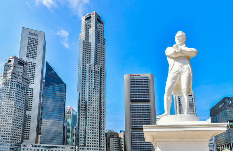 Statue of Sir Stamford Raffles near Singapore river Architecture Built Structure Building Exterior Statue Sculpture Human Representation City Sky Office Building Exterior Skyscraper Building Representation Low Angle View Art And Craft No People Male Likeness Tall - High Travel Destinations Modern Financial District  Sir Stamford Raffles Raffles Place Singapore