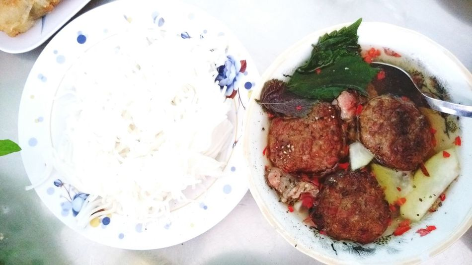 Đã cố dặn lòng là kiềm chế ăn, vì nhịn thôi và hửi không khí cũng tăng cân.... Thôi ăn 1 bữa nữa vậy 😂😂😂 Lunch Food Vietnamese Food Hanoifood Bunchahanoi