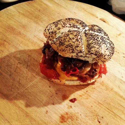 Poppy bread, mushrooms, chili, cherry tomatoes, crisp garlic, onion and irish burger...Pornburger Pornfood Irishburguer Guibilibionairlanda instafood