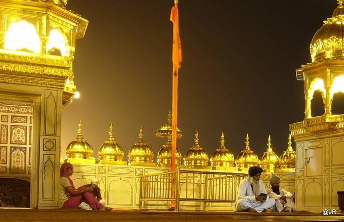 Darbarsahib night photo gurbani Spiritual night Sikh Sikh Temple Goldentempleamritsar Gurbani Prayer Nightphotography How Do We Build The World? Appreciate The Little Things In Life EyeEm Best Shots Learn & Shoot: Balancing Elements Joyfull Sikhism 43 Golden Moments