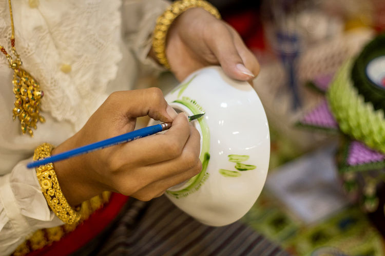 Cropped hand painting crockery
