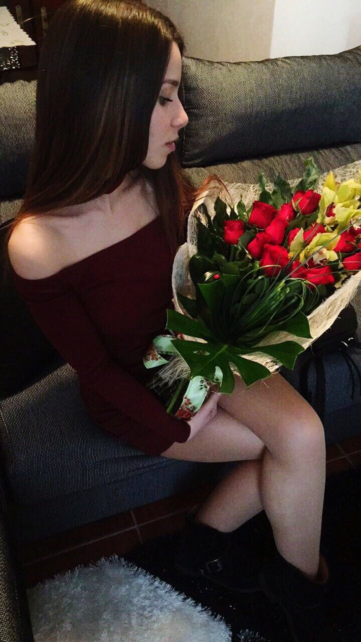 flower, bouquet, rose - flower, real people, one person, indoors, young women, young adult, lifestyles, sitting, full length, day, beautiful woman, freshness, fragility, nature, people