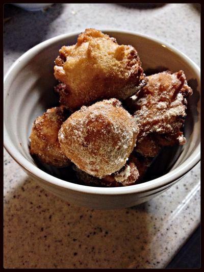 朝からお豆腐ドーナツ。 きび砂糖ときな粉で。うん。美味しい! LR1