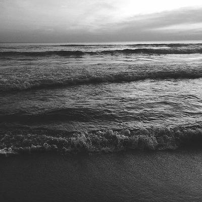 Black Time... . . . Jj_editors Igoftheday Black Gray Photooftheday Phototime Sea Sunset Beach Traveling Travel Nice NiceShot Photo Ig_masterpiece Exclusive