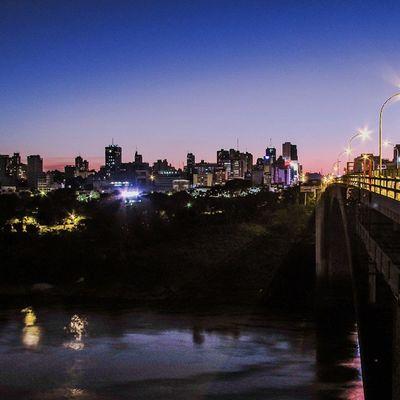 Ciudaddeleste Paraguay_brasil Coisasdafronteira Fozeassim FozDoIguaçu Great_captures_paraguay Great_captures_brasil Noitenoinstagram Night Puente Paranariver Light Skyline Bridge City