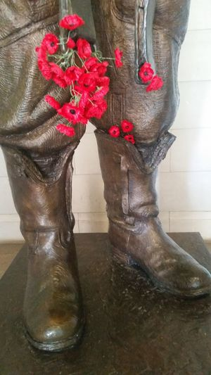 Warmemorial Canberra Australia Statue Remberence Poppy Flowers War LEST WE FORGET The ANZACS Militarylife Weekend Activities Check This Out Hello World Enjoying Life