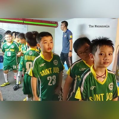 These kids doe in last night's ceremonial teams entrance of Elclassico matchup between KayaFC and LoyolaMeralcoSparksFC ! FT: Kaya 3 - 2 Loyola ⚽ . . . UFL unitedfootballleague sbspotlight soccerbible football unakaya meralcosparks stjude ican xperia xperiadetails themanansala
