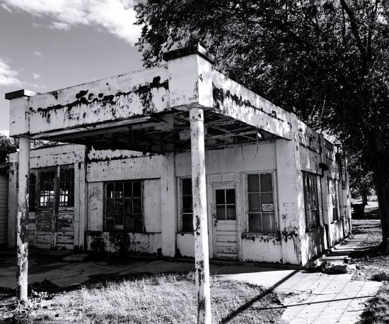 """""""Yesteryear Station"""" An abandoned old service station of Americana on highway 60 in Willard, New Mexico, USA. Gasstation Servicestation Oldgasstation Americana Americana Scenes Old Buildings Blackandwhite Blackandwhitephotography New Mexico Oldservicestation"""