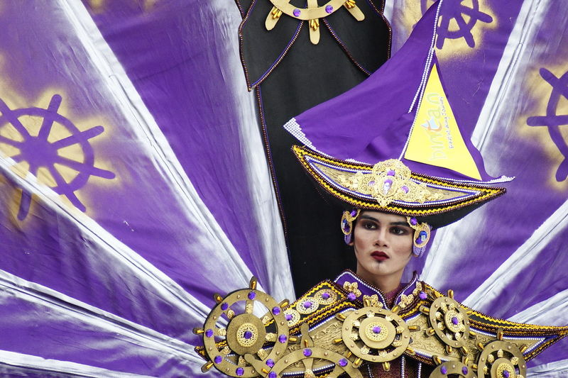Kepri Fashion Carnival Portrait Stage Costume Headwear Period Costume Arts Culture And Entertainment Royalty Looking At Camera Venetian Mask Traditional Clothing Close-up Carnival Carnival - Celebration Event Festival Traveling Carnival Entertainment King - Royal Person Royal Person Headdress Crown Costume