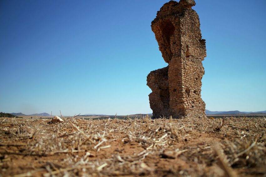 One of the remaining pillars that once formed the ancient Roman aqueduct located in zaghouan, Tunisia. Roman History Tunisian History Aqueduct Roman Empire Roman Architecture History Remains Artifacts Ruins Roman Ruins Tunisie Ancient Architecture Ancient Civilization Ancient Ruins FirstEyeEmPic