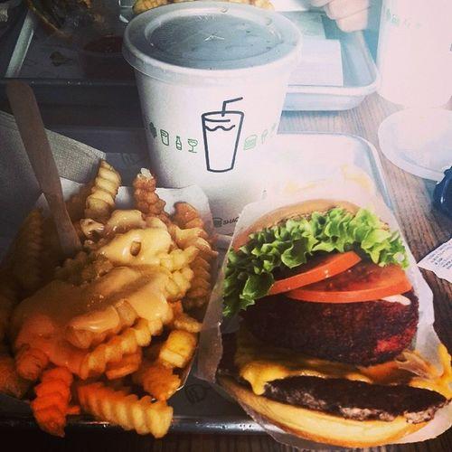 Food Foodporn Yummy Burger shake shack mall loveit hungry fries bestoftheday