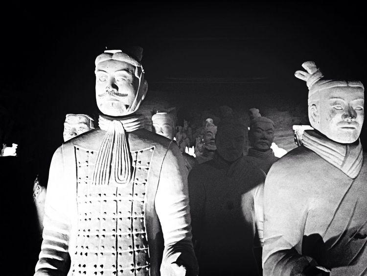 Exposición guerreros de Terracota / por Fotojim  - Statue Blackandwhite Black And White