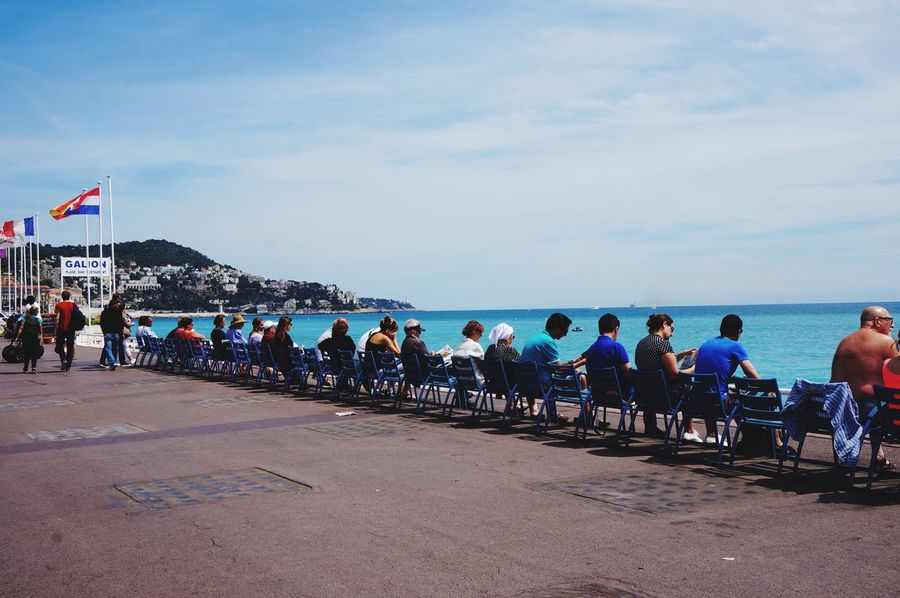 People People Together Côte D'Azur Seaside Nice / Nizza Looking To The Other Side Vacation Resting Place Siting Resting
