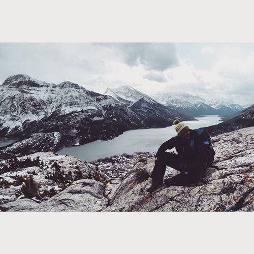 That's me. Doing what I love with some great company. Waterton Ab Alberta Albertawinter Keepexploring Hiking Explore Explorealberta Tourism Tourismcanada Tourismalberta Rockymountains Rockies Mountains Mochileiro Montanhasrochosas Greatnorthcollective Pictureoftheday Snowshoeing Solotraveling Albertawinter