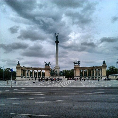 Hosok Tete, the heroes square, Budapest